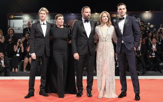 epa06985452 (L-R) British actor Joe Alwyn, US actress Emma Stone, Greek director Yorgos Lanthimos, British actress Olivia Colman and British actor Nicholas Hoult  arrive for the premiere of 'The Favourite'  during the 75th annual Venice International Film Festival, in Venice, Italy, 30 August 2018. The movie is presented in the official competition 'Venezia 75' at the festival running from 29 August to 08 September 2018.  EPA/CLAUDIO ONORATI