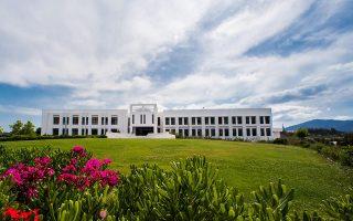 Το ΙΤΕ διαθέτει επτά ερευνητικά ινστιτούτα, τα πέντε εκ των οποίων εδρεύουν στο εικονιζόμενο κεντρικό κτίριο στο Ηράκλειο Κρήτης.