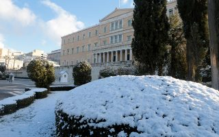 epa07269241 A view on Greek Parliament building covered with snow in Athens, Greece, 08 January 2019. The cold front 'Tilemachos' brought low temperatures in all over Greece and snowfalls even in the centre of Athens. In many parts of Greece, most of the schools will remain closed in order to avoid possible accidents.  Also police have taken measures and closed off vehicle access to many regional roads to prevent accidents.  EPA/PANTELIS SAITAS