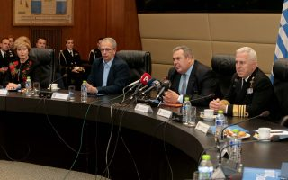 Ο απερχόμενος υπουργός Εθνικής Άμυνας Πάνος Καμμένος (2Δ) μιλά κατά τη διάρκεια απολογιστικής συνέντευξης για το έργο του στο Υπουργείο Εθνικής Άμυνας, πλαισιωμένος απο τον αναπληρωτή  υπουργό Εθνικής Άμυνας Παναγιώτη Ρήγα (2Α), την υφυπουργός Εθνικής Άμυνας Μαρία Κόλλια Τσαρουχά (Α) και τον αρχηγό ΓΕΕΘΑ, Ναύαρχο Ευάγγελο Αποστολάκη (Δ), ο οποίος θα είναι ο νέος υπουργός Εθνικής Άμυνας, όπως ανακοίνωσε χθες ο πρωθυπουργός, Δευτέρα 14 Ιανουαρίου  2019.  ΑΠΕ-ΜΠΕ/ΑΠΕ-ΜΠΕ/Παντελής Σαίτας
