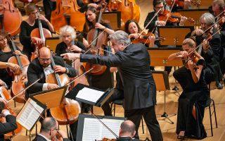 Σε όλο το έργο ο Μπέερμαν ήλεγχε πολύ καλά την τεράστια ορχήστρα η οποία κατελάμβανε όλα τα επίπεδα της αίθουσας «Φίλων της Μουσικής».