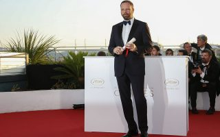 epa05996453 Greek director Yorgos Lanthimos poses during the Award Winners photocall after he won the Best Screenplay award for 'The Killing of a Sacred Deer' at the 70th annual Cannes Film Festival in Cannes, France, 28 May 2017.  EPA/JULIEN WARNAND