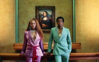 Η Beyoncé και ο Jay Z σε καρέ του βιντεοκλίπ «Apeshit», μπροστά στη «Μόνα Λίζα».