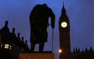 The statue of Britain's former Prime Minister Winston Churchill is silhouetted in front of the Houses of Parliament in London, January 30, 2015. Today marks the 50th anniversary of the funeral of Churchill, Britain's wartime leader. REUTERS/Eddie Keogh (BRITAIN - Tags: POLITICS ANNIVERSARY)