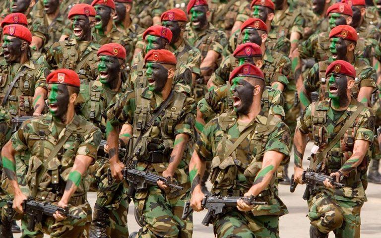 DW: Διχασμένος και ο στρατός στη Βενεζουέλα