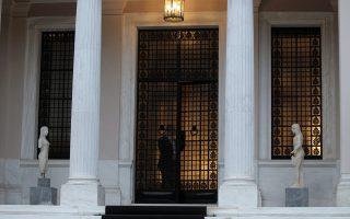 Σύμφωνα με το Μέγαρο Μαξίμου, το πρωτόκολλο εισδοχής της ΠΓΔΜ στο ΝΑΤΟ θα κυρωθεί με διαφορά λίγων ημερών από την κύρωση της συμφωνίας των Πρεσπών στη Βουλή των Ελλήνων.