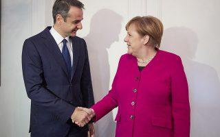 Ο πρόεδρος της Νέας Δημοκρατίας Κυριάκος Μητσοτάκης ανταλλάσει χειραψία με τη Γερμανίδα καγκελάριο Άνγκελα Μέρκελ, κατά τη διάρκεια της συνάντησής τους, την Παρασκευή 11 Ιανουαρίου 2019, στην πρεσβευτική κατοικία. ΑΠΕ-ΜΠΕ/ΓΡΑΦΕΙΟ ΤΥΠΟΥ ΝΔ/ΔΗΜΗΤΡΗΣ  ΠΑΠΑΜΗΤΣΟΣ