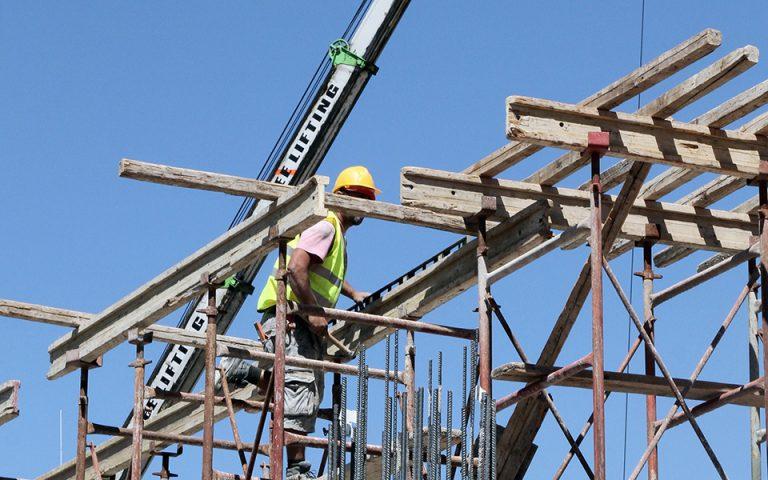 Η αγορά ακινήτων ανακάμπτει, το «μαύρο» χρήμα επιστρέφει στην οικοδομή
