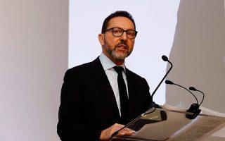Ο διοικητής της ΤτΕ κ. Γιάννης Στουρνάρας, αφού παρουσίασε στην ομιλία του την πρόταση της κεντρικής τράπεζας, σημείωσε ότι «εάν η κυβέρνηση αποφασίσει να υιοθετήσει το πρόγραμμα εγγύησης στοιχείων ενεργητικού, που προτείνεται από το ΤΧΣ, η ΤτΕ θα το υποστηρίξει».