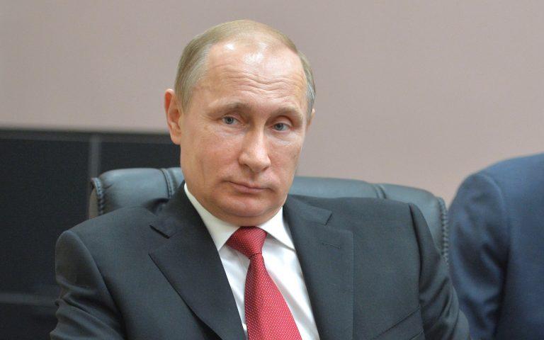 Σε ιστορικό χαμηλό η δημοτικότητα του Βλαντιμίρ Πούτιν