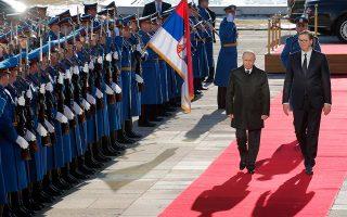 Ο Ρώσος πρόεδρος Βλαντιμίρ Πούτιν επισκέφθηκε την εβδομάδα που μας πέρασε το Βελιγράδι, όπου τον υποδέχθηκε ο Σέρβος πρόεδρος Αλεξάνταρ Βούτσιτς. Η Ρωσία έχει φροντίσει να διατηρήσει την παρουσία της στη Σερβία με διάφορους τρόπους, όπως η πώληση σύγχρονων οπλικών συστημάτων.