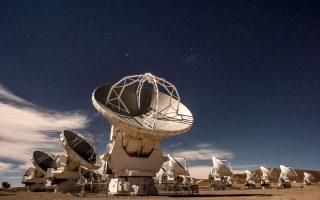 Η ALMA, με το σύμπλεγμα των 66 κινητών κεραιών, στην έρημο της Ατακάμα είναι η πιο σύνθετη αστρονομική εγκατάσταση στη Γη. (Φωτογραφία: Tomas Munita/The New York Times)