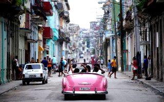 Βόλτα με vintage αυτοκίνητο στο κέντρο της Αβάνας. (Φωτογραφία: REUTERS/Alexandre Meneghini)