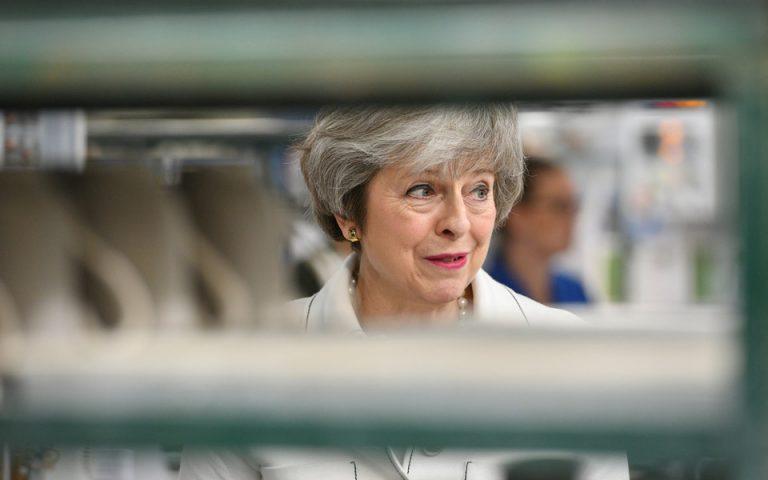 Μέι: Πιθανότερη η παραμονή στην ΕΕ από ένα Brexit χωρίς συμφωνία