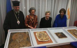 Από αριστερά προς τα δεξιά ο επίσκοπος Νεαπόλεως Πορφύριος, η διευθύντρια του Τμήματος Αρχαιοτήτων, δρ. Μαρίνα Σολομίδου Ιερωνυμίδου, η υπουργός Μεταφορών, Επικοινωνιών και Έργων, Βασιλική Αναστασιάδου και η πρόεδρος του Walk of Truth, Τασούλα Χατζητοφή.