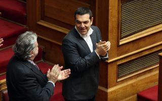 Ο πρωθυπουργός  Αλέξης Τσίπρας (Δ) και ο ΑνΥΠΕΞ Γιώργος Κατρούγκαλος (Α) χειροκροτούν μετά την υπερψήφιση με 153 ΝΑΙ της  Κύρωσης της Τελικής Συμφωνίας για την Επίλυση των Διαφορών οι οποίες περιγράφονται στις Αποφάσεις του Συμβουλίου Ασφαλείας των Ηνωμένων Εθνών 817 (1993) και 845 (1993), τη Λήξη της Ενδιάμεσης Συμφωνίας του 1995 και την Εδραίωση Στρατηγικής Εταιρικής Σχέσης μεταξύ των Μερώv,Παρασκευή 25 Ιανουαρίου 2019. ΑΠΕ-ΜΠΕ/ΑΠΕ-ΜΠΕ/Αλέξανδρος Μπελτές