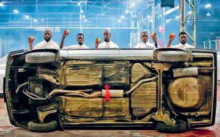 Η νέα δημιουργία του Ρομέο Καστελούτσι με τίτλο «Η νέα ζωή» έρχεται στην Πειραιώς 260.