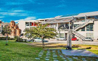 Σε σχέδια των αρχιτεκτόνων Μπίρη και Κόκκορη, το πολιτιστικό κέντρο ξεκίνησε ως πρόταση το 1975 και ολοκληρώθηκε σε δύο φάσεις.