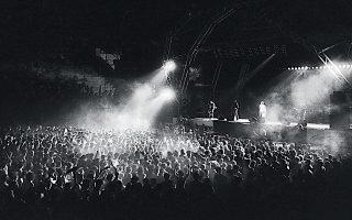 «Το μουσικό φεστιβάλ Rock in Athens, που διεξήχθη στις 27 και 28 Ιουλίου 1985, ήταν το δεύτερο μεγαλύτερο που διοργανώθηκε εκείνη τη χρονιά στην Ευρώπη, με πρώτο το θρυλικό Live Aidστο Γουέμπλεϊ», λέει οΘανάσης Αντωνίου.
