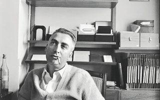 Ο Ρολάν Μπαρτ (φωτ.), συγγρα-φέας, μεταξύ άλλων, ενός εμβληματικού έργου με τίτλο «Ο θάνατος  του συγγραφέα», όντως πέθανε έναν μήνα αφού τον χτύπησε φορτηγάκι στους δρόμους του Παρισιού. Στο βιβλίο είναι δυσδιάκριτα τα σύνορα μεταξύπραγματικώνκαικατασκευασμένων γεγονότων.