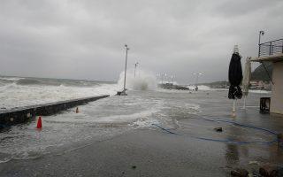 Η θάλασσα στην στεριά από τον έντονο κυματισμό λόγω των καιρικών φαινόμενων που έπληξαν τη Μονεμβάσια και ολόκληρο το παραλιακό μέτωπο, από την παλαιά πόλη μέχρι τον Άγιο Φωκά, Τετάρτη 6 Φεβρουαρίου 2019. Οι έντονοι κυματισμοί αλλά και η δυνατή βροχόπτωση, δημιούργησαν προβλήματα κατά μήκος του παραλιακού μετώπου, καθώς και στο δημοτικό και επαρχιακό δίκτυο. ΑΠΕ ΜΠΕ/ΑΠΕ ΜΠΕ/ΓΙΩΡΓΟΣ ΒΟΥΝΕΛΑΚΗΣ