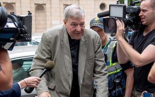 Ο καρδινάλιος Τζορτζ Πελ την στιγμή που φτάνει στο δικαστήριο. (AP Photo/Andy Brownbill)