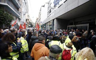 Μέλη της ΠΟΕ - ΟΤαι κρατούν πανό και φωνάζουν συνθήματα κατά τη διάρκεια συγκέντρωσης διαμαρτυρίας της ΠΟΕ - ΟΤΑ,  έξω από την κεντρική Υπηρεσία του ΑΣΕΠ,  με αφορμή τις καθυστερήσεις που παρατηρούνται στην έκδοση των οριστικών αποτελεσμάτων του διαγωνισμού 3Κ του ΑΣΕΠ, Αθήνα Τετάρτη 23 Ιανουαρίου 2019. ΑΠΕ-ΜΠΕ/ΑΠΕ-ΜΠΕ/ ΑΛΕΞΑΝΔΡΟΣ ΒΛΑΧΟΣ