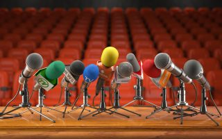 Κάποιος που έχει περάσει στην άλλη όχθη, πίσω από τα μικρόφωνα, μπορεί να γυρίσει πίσω;