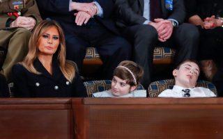 Ο 11χρονος συνεπώνυμος του Αμερικανού προέδρου, Τζόσουα Τραμπ, τον οποίο η Μελάνια Τραμπ προσκάλεσε στην ομιλία του συζύγου της, ενώ κοιμάται.
