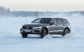video-apostoli-sti-v-soyidia-me-to-neo-volvo-v60-cross-country0
