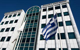 Η Ελληνική σημαία κυματίζει μπροστά απο τα Ελληνικά Χρηματιστήρια στην Αθήνα, την Τρίτη 1 Νοεμβρίου 2011. ΑΠΕ-ΜΠΕ/ΑΠΕ-ΜΠΕ/ΑΛΚΗΣ ΚΩΝΣΤΑΝΤΙΝΙΔΗΣ