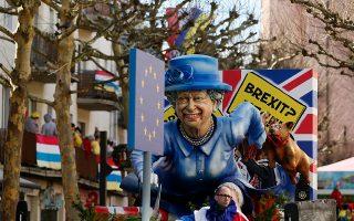 Η βασίλισσα Ελισάβετ και το Brexit είχαν την τιμητική τους στην καθιερωμένη καρναβαλική παρέλαση του Μάιντς στη Γερμανία.