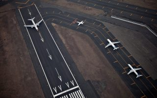 Το μη αποτελεσματικό σύστημα διαχείρισης της εναέριας κυκλοφορίας, η απαρχαιωμένη νομοθεσία και οι υψηλές χρεώσεις αεροδρομίων στις περισσότερες χώρες της Ε.Ε. αποτελούν σημαντικά προβλήματα για τις αεροπορικές.