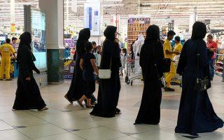 Η αυστηρή ερμηνεία του Ισλάμ, σύμφωνα με το δόγμα του Αραβα μύστη του 17ου αιώνα Ουαχάμπ, στερεί κάθε δικαίωμα από τις γυναίκες.