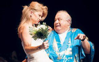 Ο Αντώνης Βουράκης και η Ιλεάνα Καραμπέλου-Φράγκου σε παλαιότερη παράσταση της Θεατροπαρέας.