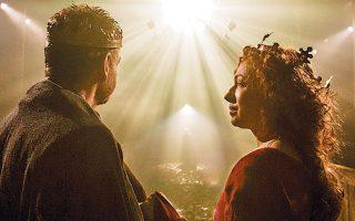 «Μακμπέθ» του Ουίλιαμ Σαίξπηρ. Ο Κένεθ Μπράνα σκηνοθετεί (μαζί με τον Ρομπ Ασφορντ) και πρωταγωνιστεί πλάι στην Αλεξάντρα Κίνγκστον το 2013, στο Διεθνές Φεστιβάλ του Μάντσεστερ. OΣτίβεν Γκρίνμπλατ στο δοκίμιό τουμελετά την επιδραστικότητα του Σαίξπηρ σήμερα.