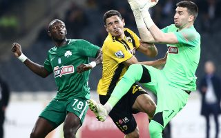 Οι «πράσινοι» πήραν έναν βαθμό απέναντι στην ΑΕΚ, όμως έχασαν κι άλλο έδαφος, αφού τους προσπέρασε και ο Παναιτωλικός.