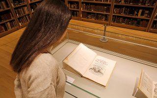 Στην έκθεση περιλαμβάνονται σημαντικά τεκμήρια για τους ερευνητές του έργου του Λεονάρντο, μεταξύ των οποίων κάποιες σπάνιες εκδόσεις.