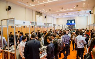 Πάνω από 10.000 επισκέπτες, οι περισσότεροι από τους οποίους απλοί καταναλωτές, δοκίμασαν κρασιά στο «Οινόραμα», το οποίο πραγματοποιήθηκε για 25η συνεχή χρονιά, στο Ζάππειο.