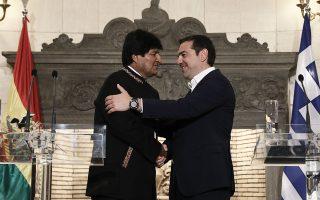 Στο Μέγαρο Μαξίμου συναντήθηκαν, χθες, Αλέξης Τσίπρας και Εβο Μοράλες. Ο πρωθυπουργός χαρακτήρισε τη Βολιβία μια χώρα που έχει κοινές αξίες, κοινά ιδανικά και κοινούς αγώνες με την Ελλάδα.