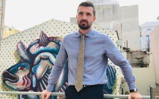 Ο κ. Γιώργος Τσιακαλάκης είναι υπεύθυνος Επικοινωνίας στη «Θετική Φωνή» και στα Checkpoint.