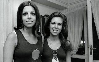 Η «Μαρινίτα» (όπως τη φώναζε χαϊδευτικά η Χριστίνα) μαζί με τη φίλη της. Γνωρίστηκαν στην Ουρουγουάη στην εφηβεία τους και έκτοτε έγιναν αχώριστες.