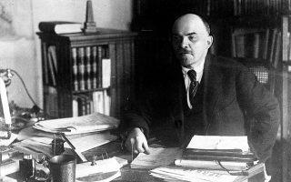 Ο Β.Ι. Λένιν, ηγέτης της επανάστασης των Μπολσεβίκων, στο γραφείο του (AP Photo).