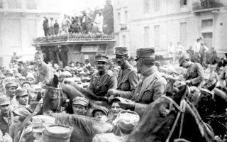 Έφιππος ο Ν. Πλαστήρας (στο μέσον) κατά την είσοδο της Επαναστατικής Επιτροπής στην Αθήνα, στις 15 Σεπτεμβρίου 1922 (AP Photo).
