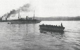 Οι ιταλικές δυνάμεις αποχωρούν από την Κέρκυρα τον Σεπτέμβριο του 1923 (Ιστορία του Ελληνικού Έθνους, τόμ. ΙΕ, Εκδοτική Αθηνών).