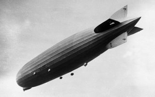 Το γιγάντιο αερόπλοιο εν πτήσει (AP Photo).