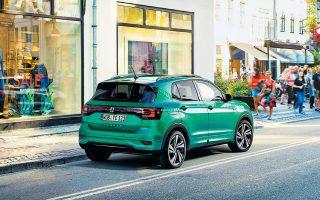 Το νέο T-Cross της Volkswagen διαφοροποιείται έντονα αισθητικά, ιδίως στο πίσω μέρος, σε σχέση με τα μεγαλύτερα αδέλφια του.