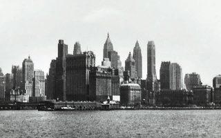 Το καράβι προσεγγίζει τη Νέα Υόρκη από τον Ατλαντικό, αρχές της δεκαετίας του '60. Πριν από την παντοκυριαρχία της πτήσης, ο θαλάσσιος πλους ήταν ο κανόνας. Και τι θέα είχαν οι επιβάτες από το κατάστρωμα...