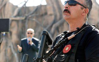Μέλος των ειδικών δυνάμεων της αστυνομίας σε ομιλία του Τούρκου προέδρου Ρετζέπ Ταγίπ Ερντογάν, στην Αγκυρα.