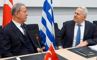 Ο υπουργός Εθνικής Αμυνας κ. Αποστολάκης (δεξιά) με τον Τούρκο ομολόγό του, τον περασμένο Φεβρουάριο.